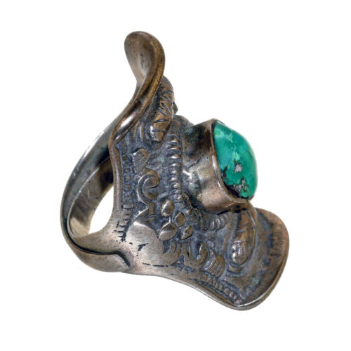(3121) Antique Tibetan Turquoise and Silver Saddle Ring