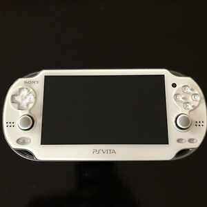 PlayStation Vita, white 1001, 3.50 with charger, 4gb card
