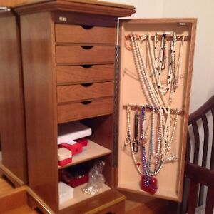 Jewellery Cabinet excellent condition
