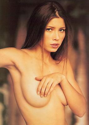 Jessica Biel Unsigned 8X12 Photo  60