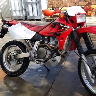 XR 650r Honda red and black