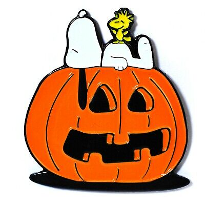 Cute Snoopy and Woodstock Halloween Pumpkin Carving Pendant Lapel Hat
