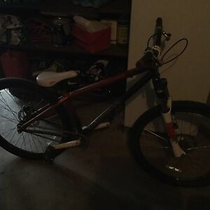 MINT CONDITION DIRT JUMPING BIKE     Specialized P1