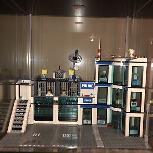Lego City Police Station Set 7498 EUC
