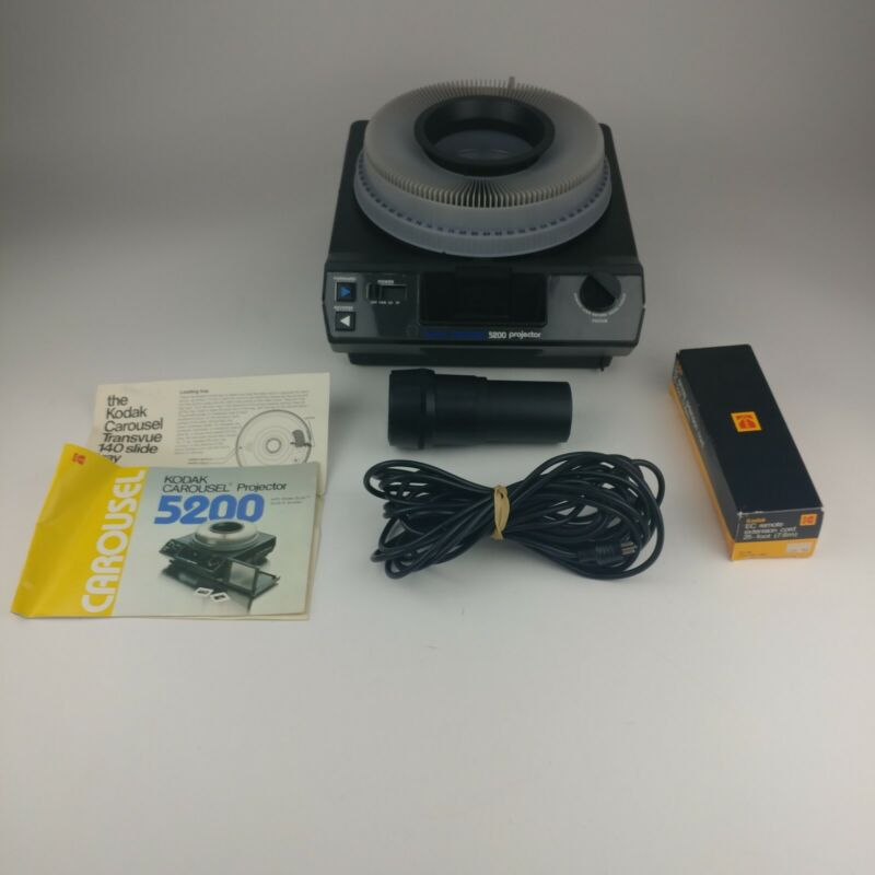 Kodak 5200 carousel slide projector and remote