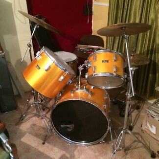Vintage 1977 Pearl Wood Fibreglass Drum Kit