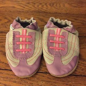 Girl's Robeez Size 18-24 months, NEW
