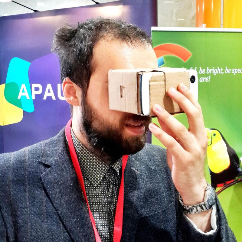 Cardboard VR eignet sich zum Einstieg. (Sergey Galyonkin (CC BY-SA 2.0))