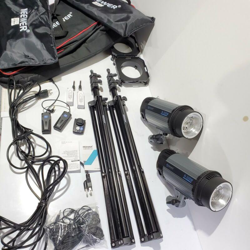 "Neewer n-300w Photo Strobe Flash Light,Softbox Lighting Kit and more ""READ"""