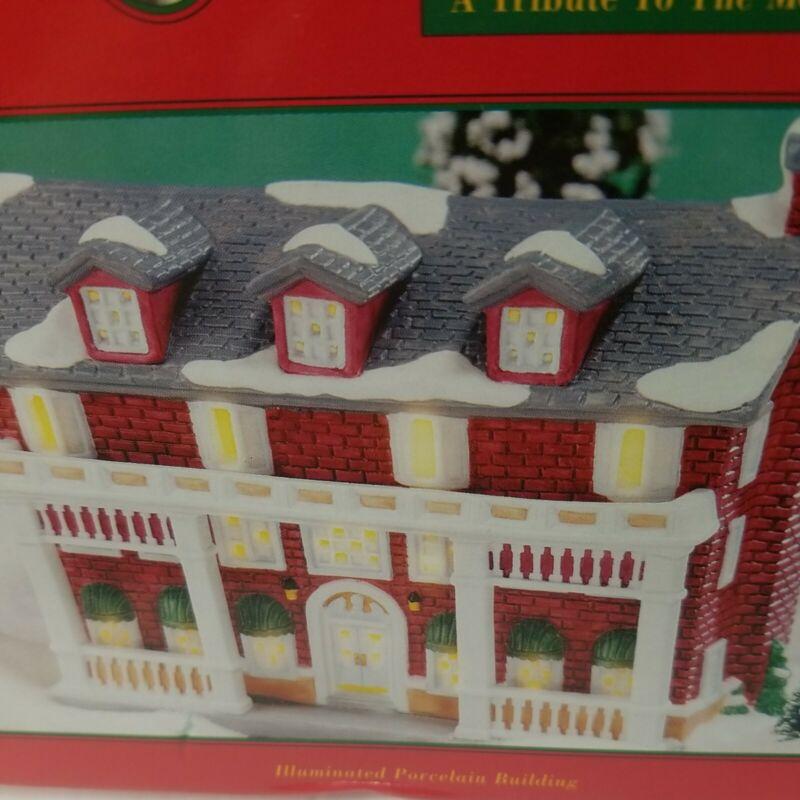 1998 A Wonderful Life Holiday Village Target KNICKERBOCKER INN Box Light Papers