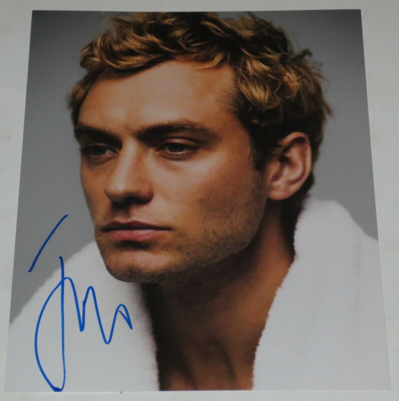 JUDE LAW SIGNED 8X10 PHOTO AUTHENTIC AUTOGRAPH SEXY STUD ALFIE PROOF COA D