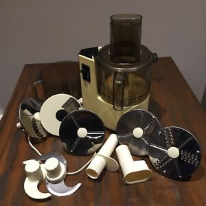 Phillips food processor with 2 bowls and 8 attachments