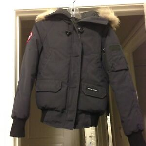 Women's Canada goose jacket in extra small. Excellent condition