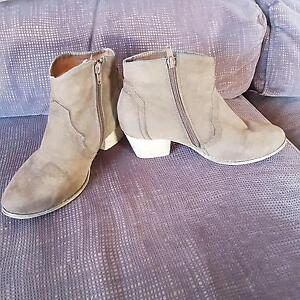 ladies size 39 short boots Hackham Morphett Vale Area Preview