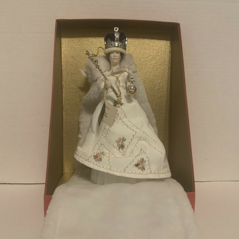 Peggy Nisbet  Replica Of 1953 Coronation Queen Elizabeth II 280/5000 Ceramic