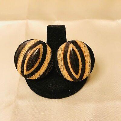 Designer Wood Earrings - VINTAGE DESIGNER SIGNED DAUPLAISE WOOD GRAIN ROUND TENSION SCREW CLIP EARRINGS
