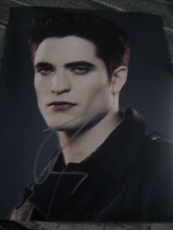 ROBERT PATTINSON SIGNED AUTOGRAPH 8x10 PHOTO BREAKING DAWN IN PERSON COA AUTO G