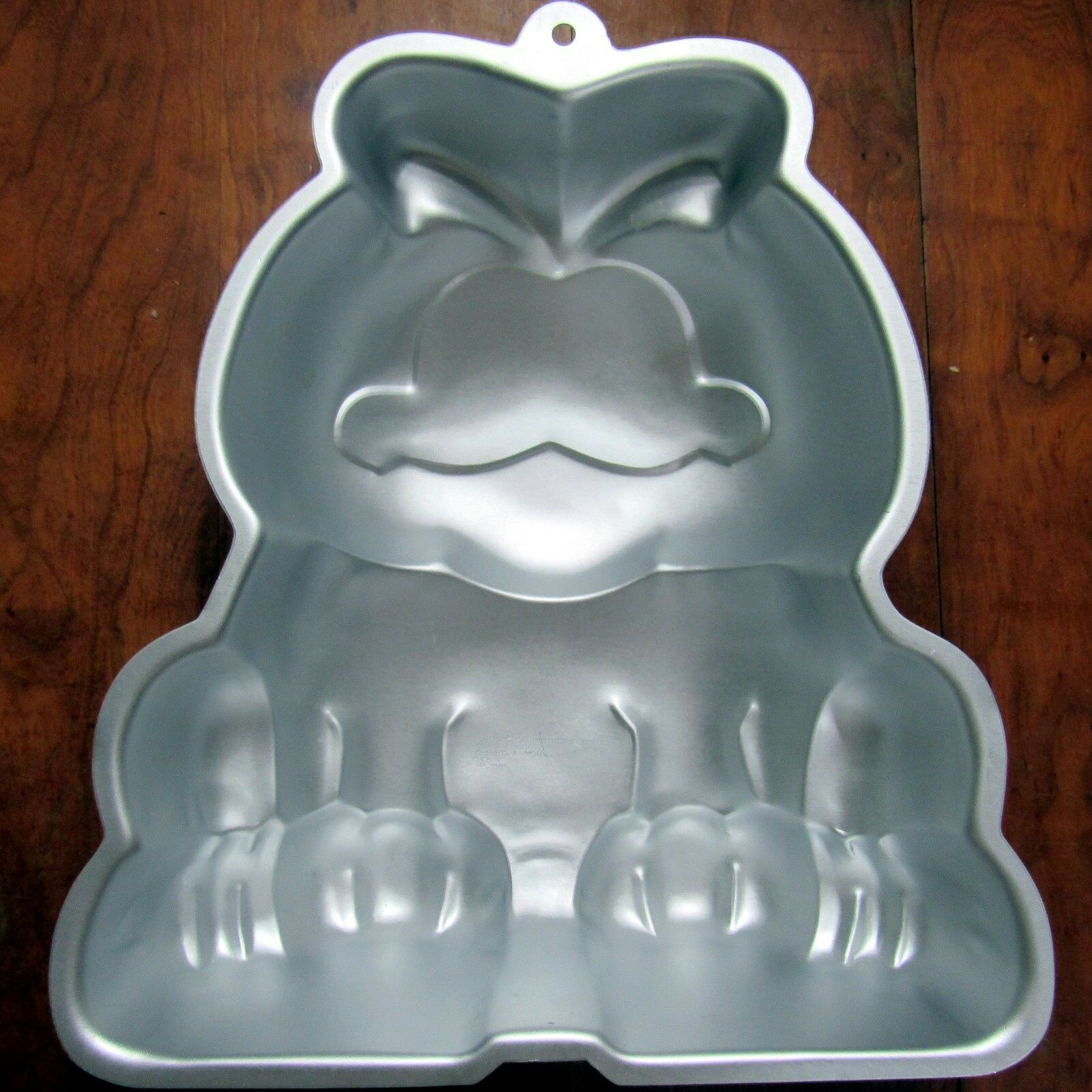 Garfield Stand Up Cake Pan Instructions