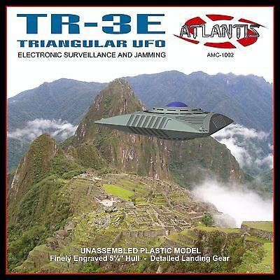 Triangular SpaceCraft TR-3E UFO Model Kit 1/72 Atlantis Toy and Hobby