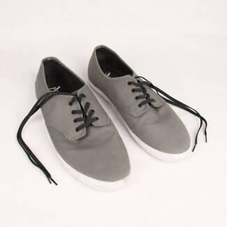 Etnies Mens Size 13 Canvas Shoes WORN ONCE