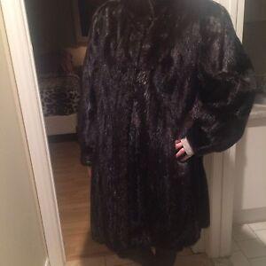 Beautiful black female mink coat, size 3/4, excellent condition  West Island Greater Montréal image 1