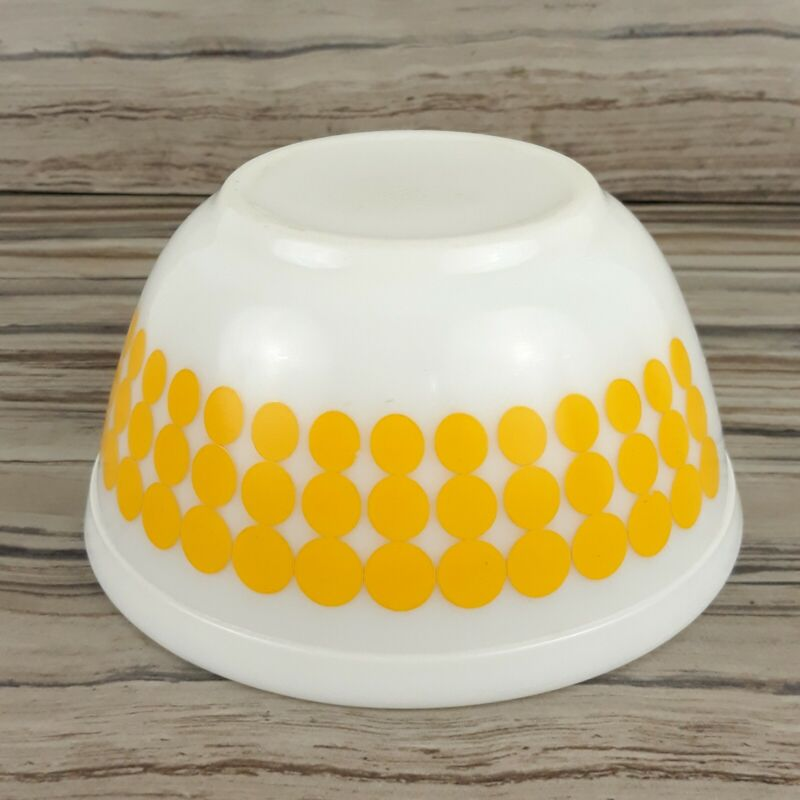 Vintage Pyrex Yellow Polka Dot 402 Nesting Mixing Bowl 1 1/2 Qt 1.5 Kitchen