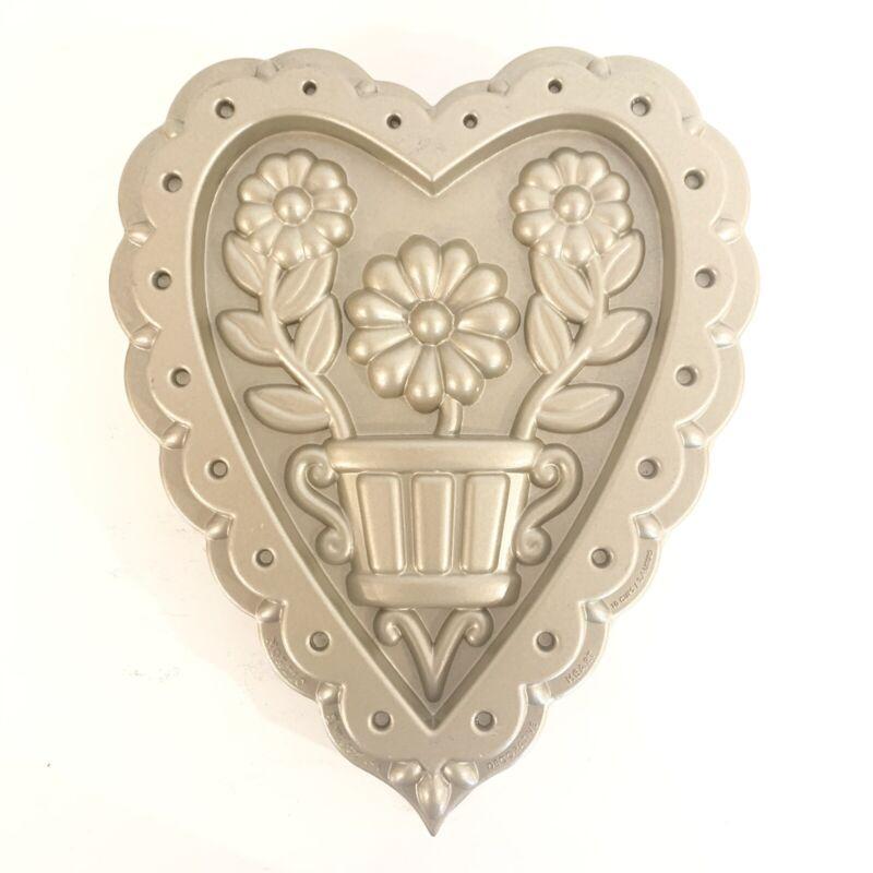 Williams Sonoma Nordic Ware Decorative Heart Flower 10 Cup Cake Baking Pan Rare