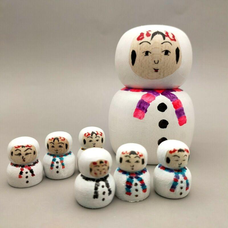 Japanese wooden Komochi  kokeshi  Snowman with six babies Nishiyama Toshihiko