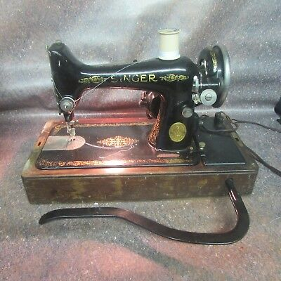 Vintage Singer Featherweight Sewing Machine Working (N9)
