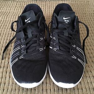 Running Shoes - Nike Free TR 6