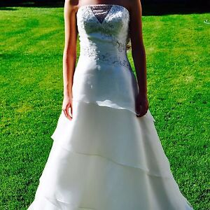 REDUCED TO SELL!! Gorgeous Organza Gown