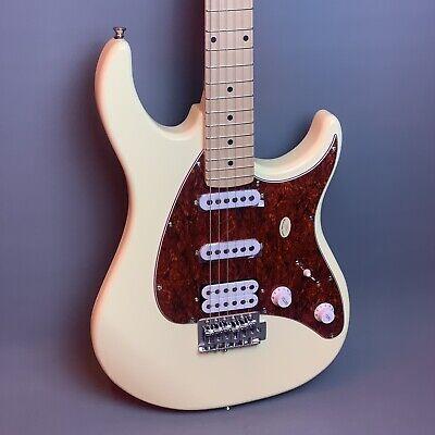 Peavey Raptor® Plus Electric Guitar in Ivory 🎸       *Perfect Beginners Guitar*