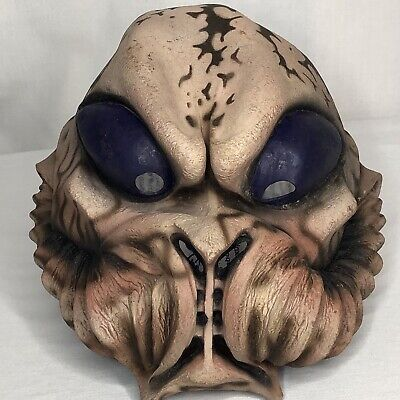 1998 The Paper Magic Group Sci-Fi Monster Martian Horror Alien Mask (The Paper Magic Group)