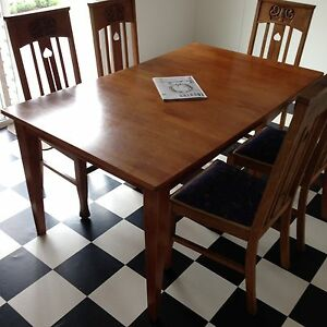 Extendable dining table Oak Park Moreland Area Preview