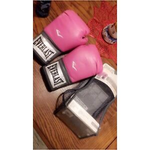 Woman's pro everlast boxing gloves
