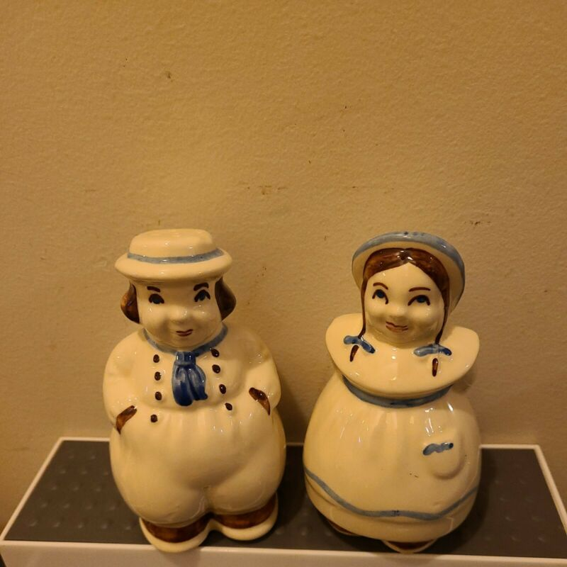 """Vintage Shawnee Art Pottery Jack and Jill Shakers 5 1/4"""" tall no stoppers"""