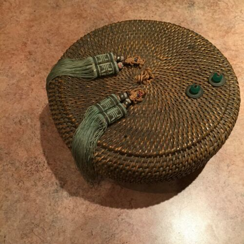 VINTAGE CHINESE HOME UTENSIL SEWING BASKET