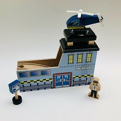 Thomas & Friends Wooden Train Helicopter Landing Pad Tunnel Pilot Sign Helipad