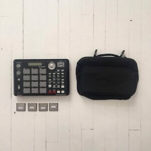 Akai MPC 500 w/ RAM Extension, Bag, 4 1gb SM Cards
