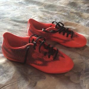 Youth size 5 Adidas soccer cleats