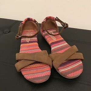Size 5 Toms sandals