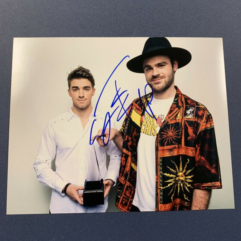 THE CHAINSMOKERS DJ DUO SIGNED AUTOGRAPHED 8x10 PHOTO ELECTRO DANCE MUSIC COA