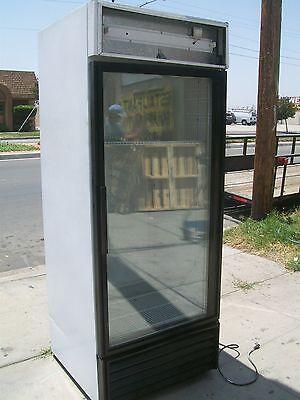 Glass Door Cooler Merchandiser True Gdm 26 3 Shelves 900 Items On E Bay