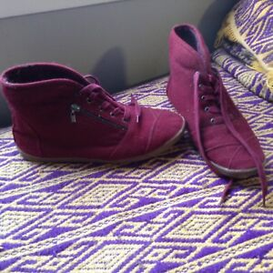 Call It Spring burgundy suede womens 10