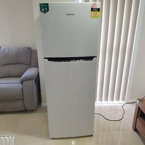 350L  Hisense 2 Door Fridge/ Freezer