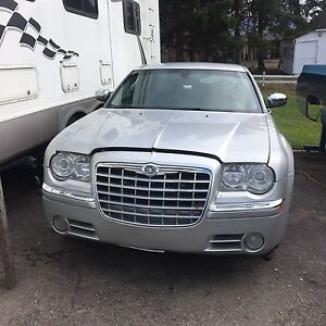 2005 Chrysler 300c rwd 5.7 hemi for parts