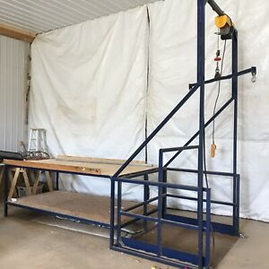 Aluminum sorting table with electric hoist