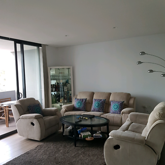 OWN ROOM IN MODERN APARTMENT- SHORT TERM
