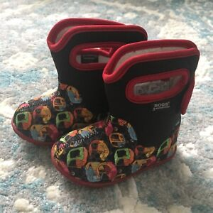 Bogs Winter Boots, Size 5, like new!