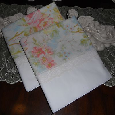 COUNTRY COTTAGE SET OF 2  GARDEN OF PEACHES & CREAM ROSES & LACE PILLOWCASES ()